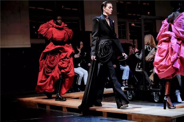 Alexander McQueen 2019秋冬巴黎大秀